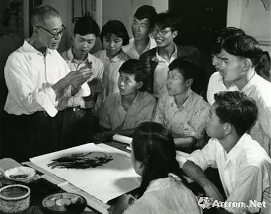 潘天寿1961年给花鸟班上课