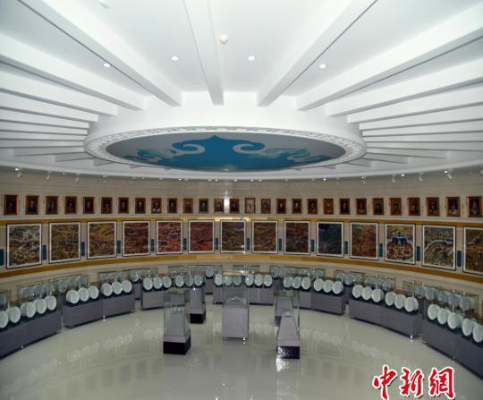图为中国蒙古秘史博物馆内的展厅。 李强 摄