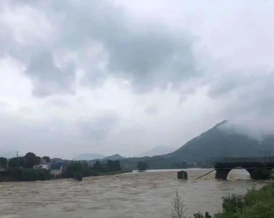 安徽乐成桥被冲毁