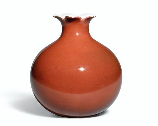 清雍正  红釉石榴尊