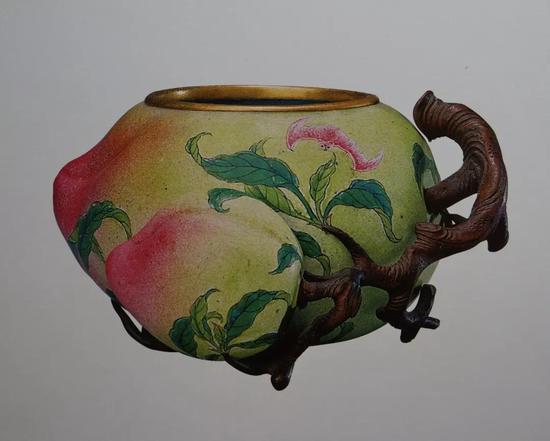 清雍正 画珐琅桃式水丞 清宫旧藏 长7.5厘米 现藏于故宫博物院