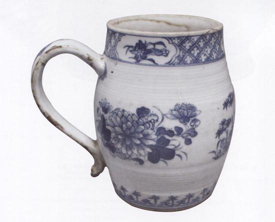青花花卉纹把杯 清(1644—1911)江西省博物馆藏