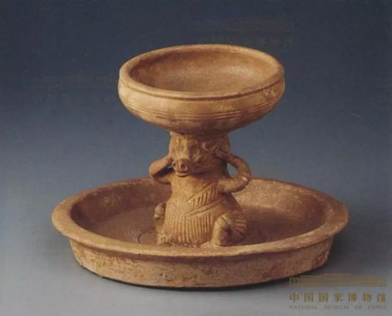 三国吴青瓷熊灯,1958年江苏南京清凉山出土,现藏国家博物馆
