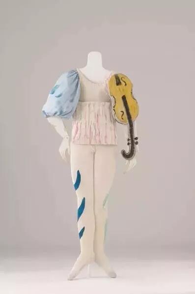 夏加尔于1942年为《阿莱科》第二幕设计的小丑戏服
