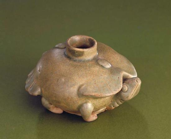 东晋越窑系青釉龟形砚滴,现藏北京故宫博物院