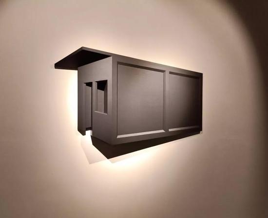 蔡磊 《黑房间》材质木板、布面丙烯198×112×26cm 2018
