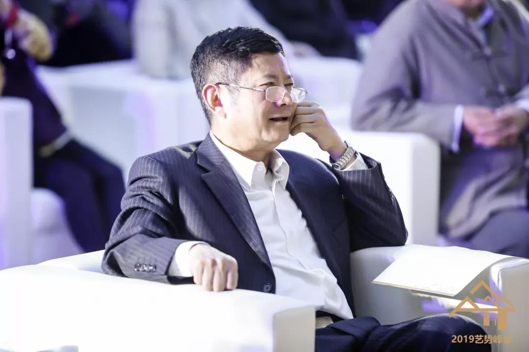 中国经济传媒协会会长赵健聆听论坛内容