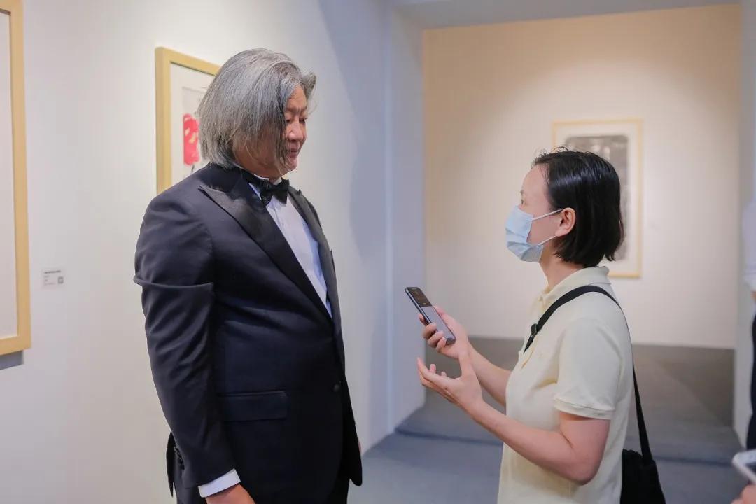 艺术家孟昌明接受媒体采访