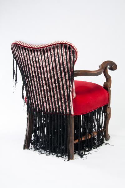 黑发椅和黑发旗