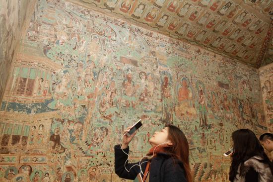 因为保护原因,此次展出的复制洞窟,除晚唐第17窟外,在敦煌当地也不对公众开放,而上海观众可以在此次展览一睹真容。