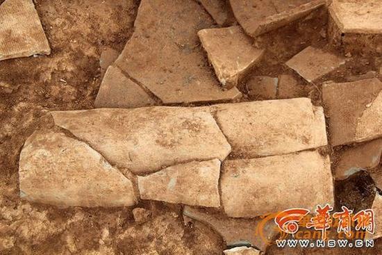 """昨日下午,记者与考古专家来到位于西安市临潼区斜口街道的秦东陵,秦始皇不少祖辈埋葬于此,人们称这里为秦始皇的""""祖坟"""",保护面积在20多平方公里。"""