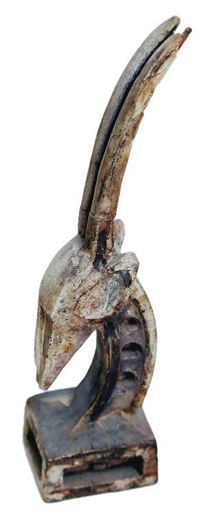 收藏古董音响,非洲,美洲的木雕摆件,陶艺家的陶艺作品,版画等.
