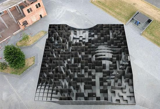 比利时Genk C-m!ne中心的拟真金属迷宫