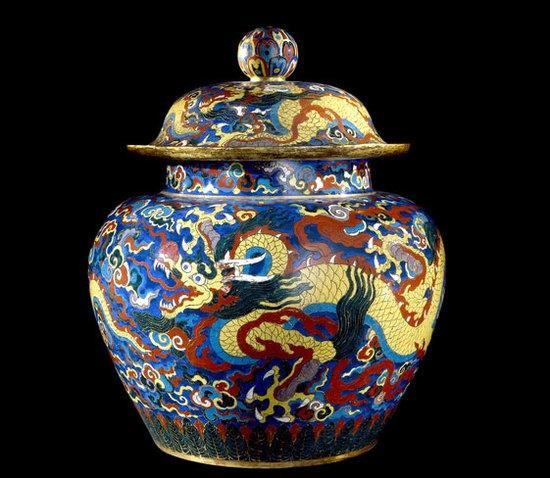 景泰蓝瓷坛 明代宣德年间 (公元1426-1435年)可能出自中国北京