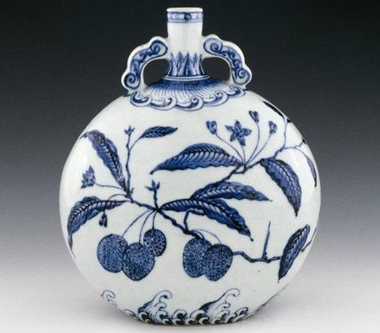 青花如意抱月瓶 明永乐年间(公元1403至1424年)