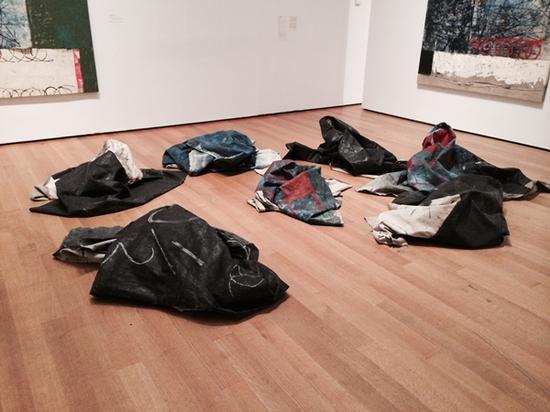 """奥斯卡·穆里略(Oscar Murillo)在""""永远的现在:非时间性的当代绘画"""