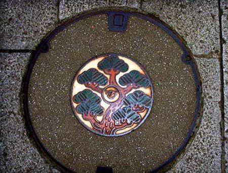 """日本下水道的""""井盖艺术"""""""