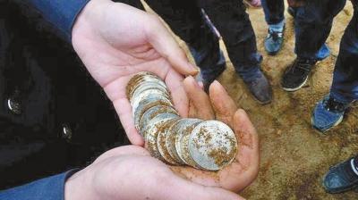 现场挖出的银元