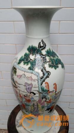 由于在陶瓷上绘画图案对制造陶瓷的工匠艺人们要求甚高,为此能够画出精美纹饰的陶瓷作品是非常难得的。而在收藏界对于瓷器绘画精美的人物纹饰古陶瓷器物的追求,也是十分受到收藏家和投资者们的青睐。岑世英解释到,因为人物图案是最难以绘画的,为此它的价值往往高于其他绘画纹饰的同类型瓷器。