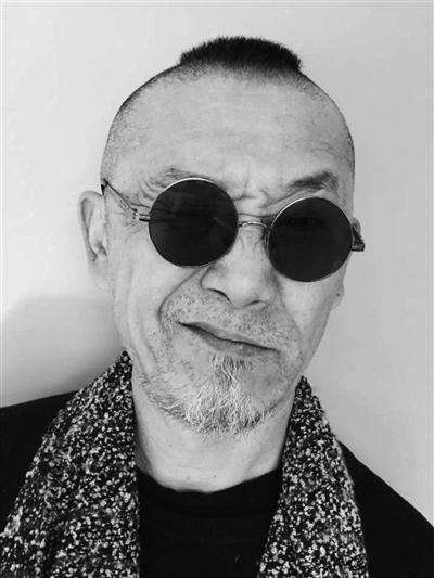 高欢,南京古歌博物馆创办人、馆长,艺术家,江苏省收藏家协会常务理事。曾任杂志编辑、画报主编,成长于艺术世家。1996年《纽约时代》封面人物。