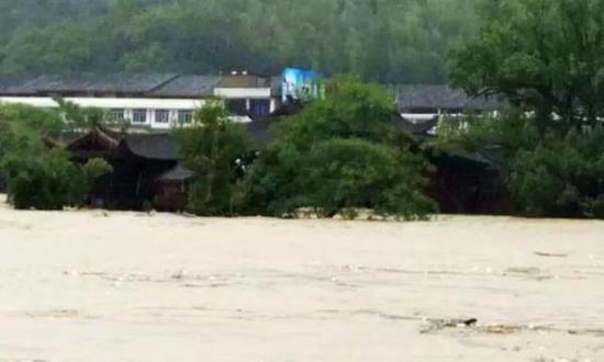 4座超美国宝廊桥被洪水冲毁!最古老的871岁!航拍纪录震撼瞬间