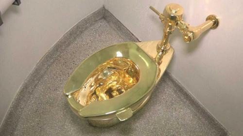 美博物馆展出18K金马桶:功能齐全将对游客开放
