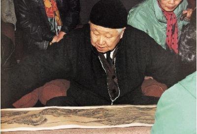 启功在故宫鉴定古代书画