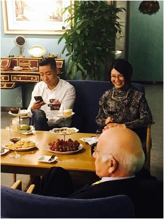 黄贯中艺术跨界项目策划人 赫尔丹娜与意大利文化艺术中心主席温琴佐·桑福先生讨论策展创意