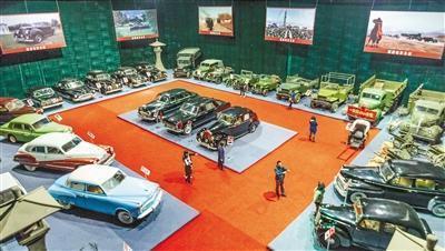 """老西影厂的道具:30多辆古董老爷车曾是""""明星"""""""
