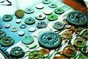 中国古代钱币收藏是很有群众基础的一项传统收藏活动,并形成了中国古钱断代收藏、系统收藏和花钱收藏等具有特色的收藏群体。现综合钱币经销商、古钱币收藏者及专家意见,供古钱收藏爱好者借鉴。