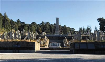 云南龙陵县政府在远征军雕塑群里修建的纪念碑,雕塑制作和捐赠者称版式设计要多大的纸图片