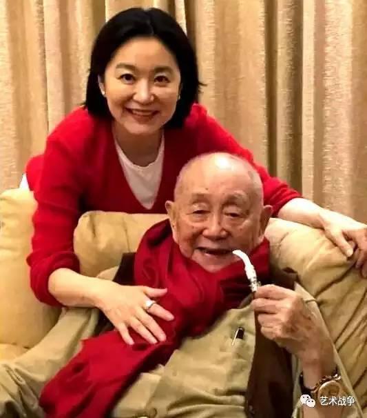 (当时年届91岁的黄永玉和61岁的林青霞)