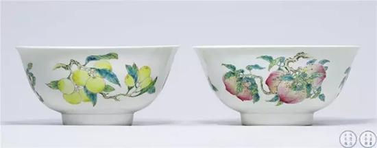 .清雍正 粉彩瑞果三多暗刻龙纹大碗成对 成交价3220万元