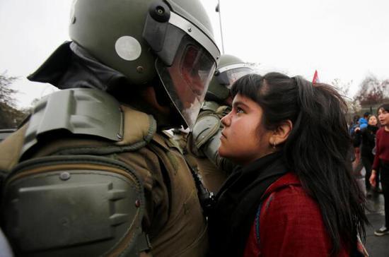 圣地亚哥的抗议者 Carlos Vera Mancilla