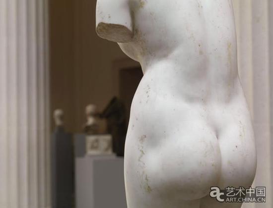 作品细节,大理石材质雕刻出丰盈而富有弹性质感的肌肤