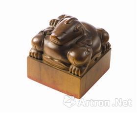清康熙帝御宝檀香木异兽钮方玺,成交价9260万港元