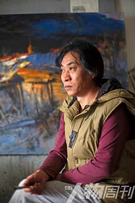黑龙江画家王同行说大芬村的艺术氛围吸引了他 图/本刊记者 大食