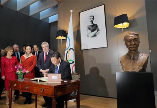 微笑版顾拜旦在总书记访奥林匹克博物馆时展出