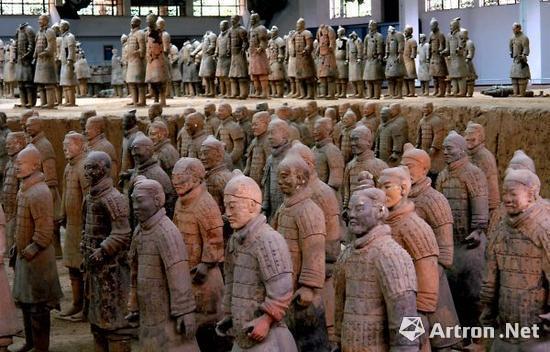 位于陕西临潼秦始皇帝陵博物院一号坑内出土的陶俑 2007年5月28日摄(图片来源网络)