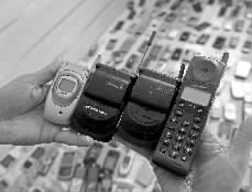 笨重的大哥大和小巧的翻盖手机