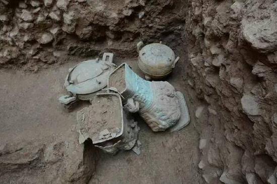 陶寺北墓地从2014年至今先后发掘了17座墓葬,共出土近80件青铜容器,百余件玉器。