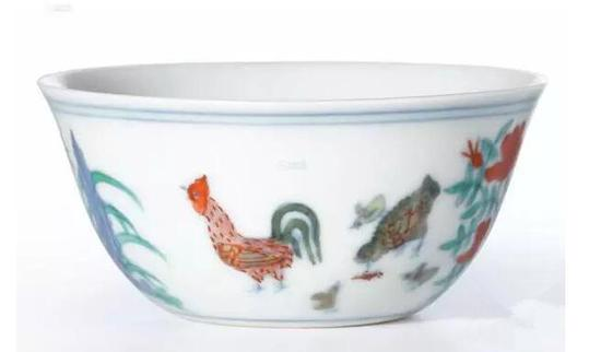 明成化斗彩鸡缸杯,2014年香港苏富比春季拍卖会拍卖成交价2.2亿人民币,由上海收藏家刘益谦拍得。