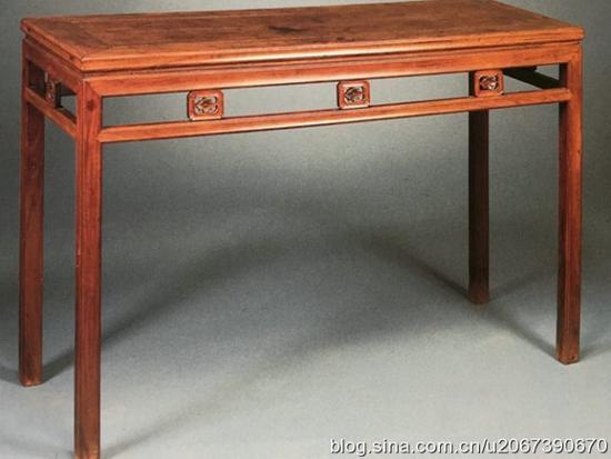 不同色调的同一张条桌