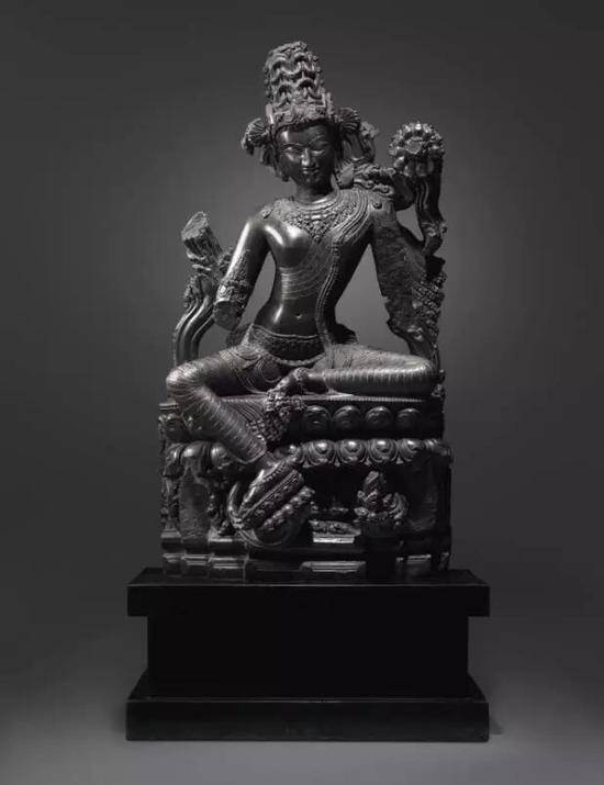 印度东北部帕拉王朝  十二世纪      黑石世尊观音坐像    估价待询