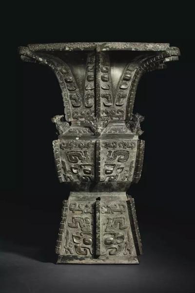 商晚期青铜饕餮纹方尊