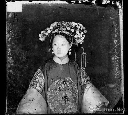 苏格兰摄影师约翰?汤姆逊拍摄的中国新娘