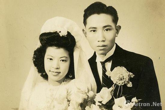 """1930年代前后,在大城市中,""""精英摄影""""尤其是""""名媛摄影""""兴起,图为半身结婚照,1934年前后。"""