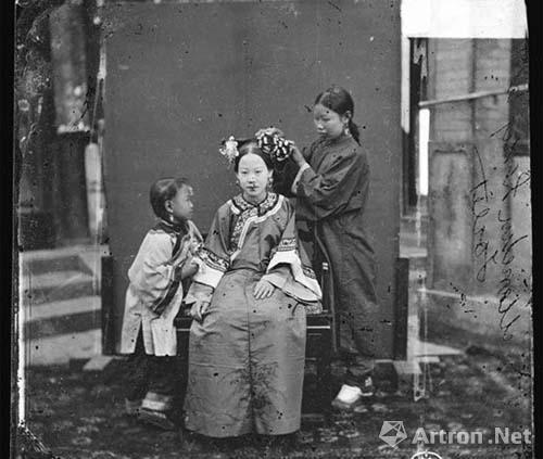苏格兰摄影师约翰?汤姆逊拍摄的中国清末妇女的日常生活