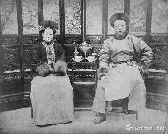 醇亲王奕譞和他福晋的合影 梁时泰摄 1880年代