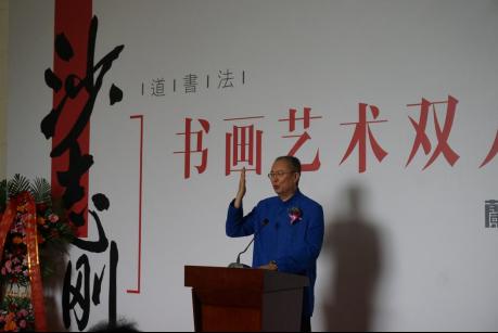 """在倡导""""文化先行""""""""文化走出去""""的今天,沙志刚三十多年的文化传播之路无疑是对传播中华优秀文化最好的诠释。"""